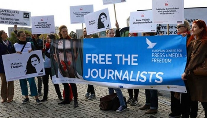 Εκατοντάδες δημοσιογράφοι είναι φυλακισμένοι σε όλο τον κόσμο