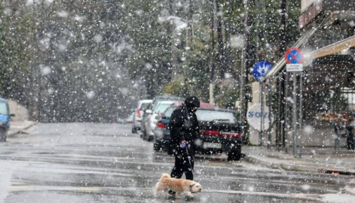 Καιρός: Χιόνια, ισχυροί άνεμοι και πτώση θερμοκρασίας