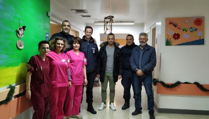 Στην ογκολογική κλινική παίδων του ΠΑΓΝΗ αστυνομικοί του Ηρακλείου