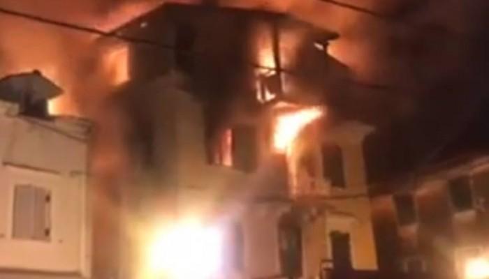 Μεγάλη πυρκαγιά με εγκλωβισμένους και τραυματίες σε μονοκατοικία (βίντεο)