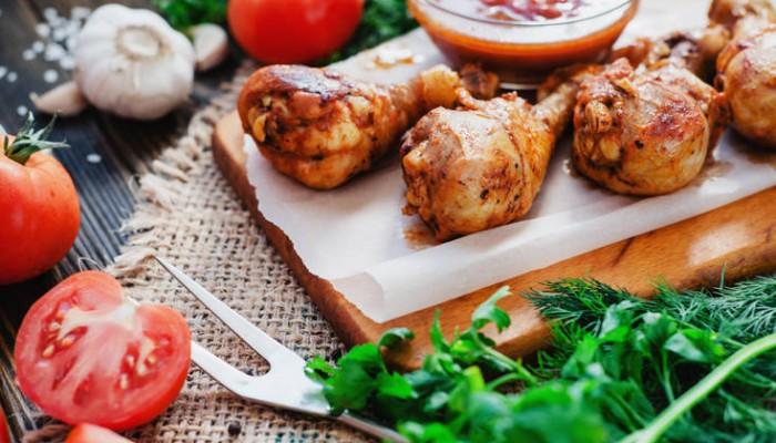 Μπουτάκια κοτόπουλου μαριναρισμένα με σκόρδο