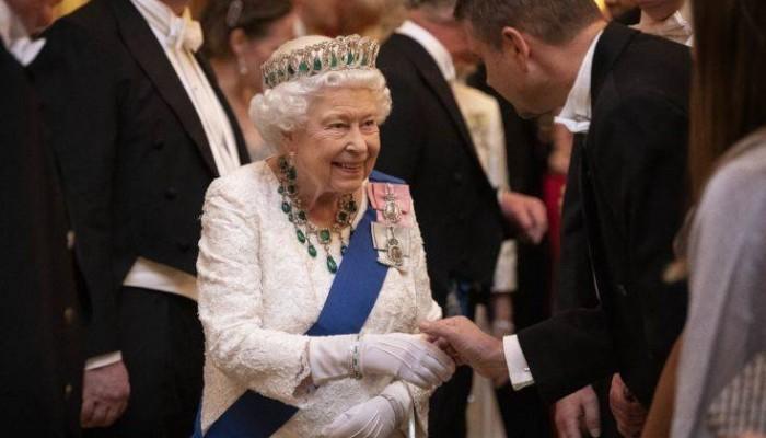 Η Βασίλισσα ψάχνει υπεύθυνο για το Instagram και δίνει 60.000 το χρόνο