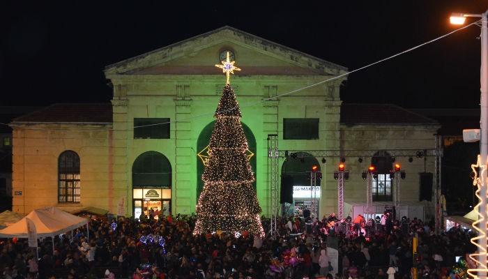 Άναψε το δέντρο και πήραν χριστουγεννιάτικο φως τα Χανιά (φωτο - βίντεο)