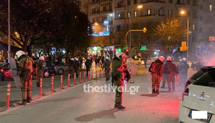 Επεισόδια στη Θεσσαλονίκη: Ένταση μεταξύ οπαδών του ΠΑΟΚ με ΜΑΤ