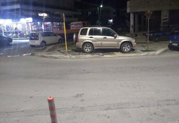 Έκανε το πεζοδρόμιο πάρκινγκ, αγνόησε και τη