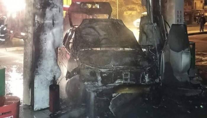 Αυτοκίνητο έπεσε σε αντλία βενζινάδικου και τυλίχθηκε σε φλόγες