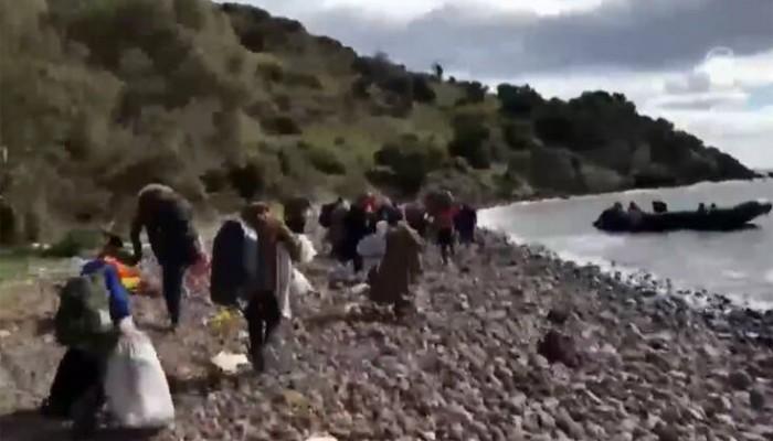 CNN Turk: Βίντεο με πρόσφυγες που προσπαθούν να μπουν σε βάρκα για να έλθουν στην Ελλάδα