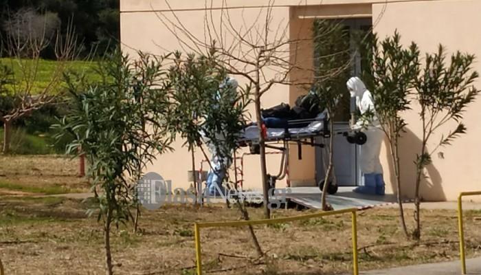 Η στιγμή που μεταφέρεται το ύποπτο κρούσμα κορωνοϊού στα Χανιά (φωτο - βίντεο)