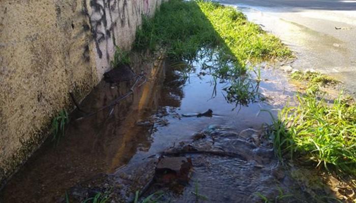 Τι απαντά η ΔΕΥΑ Χανίων για τη διαρροή υδάτων σε δρόμο-Το πρόβλημα ήταν στο δίκτυο του ΟΑΚ