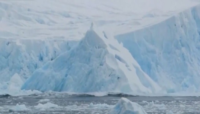 Ανταρκτική: Δορυφόρος κατέγραψε την αποκόλληση παγόβουνου στο μέγεθος του Σιάτλ