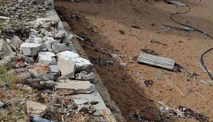 Σε απαράδεκτη κατάσταση η παραλία του Σταλού (φωτο)