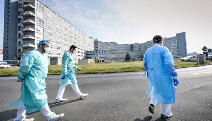 Κορωνοϊός: Στη Νάπολη άρχισαν τεστ ανίχνευσης του ιού κατ' οίκον
