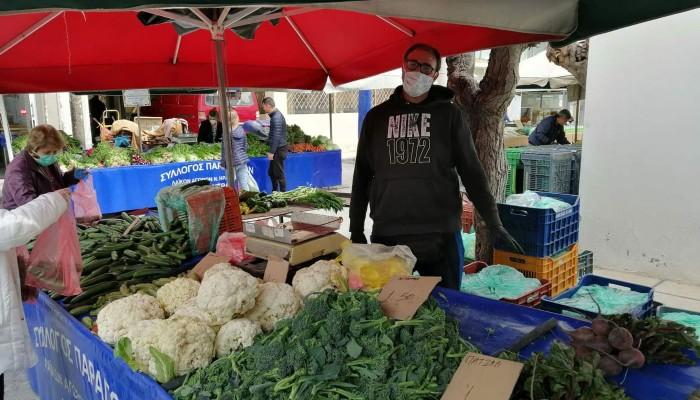 Η λαϊκή αγορά του Σαββάτου και το… πέρα δώθε...
