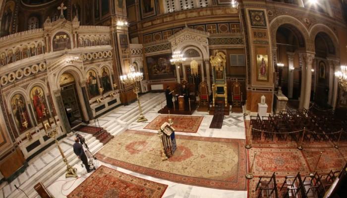 Θεία Λειτουργία-Πάσχα: Χωρίς μεγάφωνα οι ναοί - Πώς θα γίνει η περιφορά του Επιταφίου