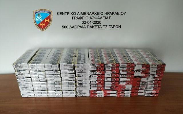 Περπατούσε χαλαρός στο κέντρο του Ηρακλείου κουβαλώντας.... 500 πακέτα λαθραίων τσιγάρων!