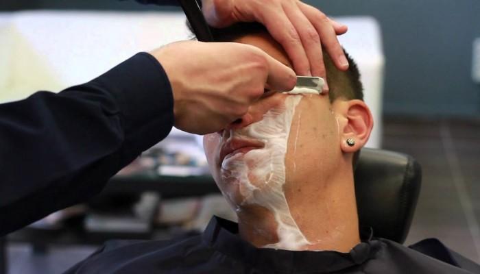 Δεν μας είπαν πως θα γίνει ξύρισμα και αποτρίχωση μυστακίου!