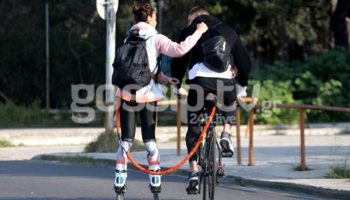 Το ζευγάρι παίρνει τους δρόμους με ποδήλατα και πατίνια (φωτο)