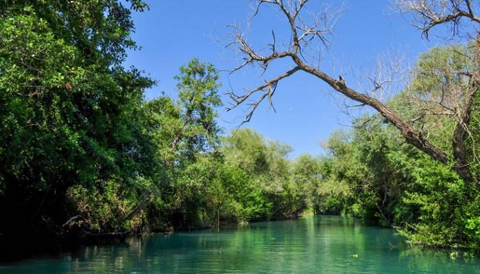 Εκπληκτικές εικόνες από τον «ποταμό του θανάτου»