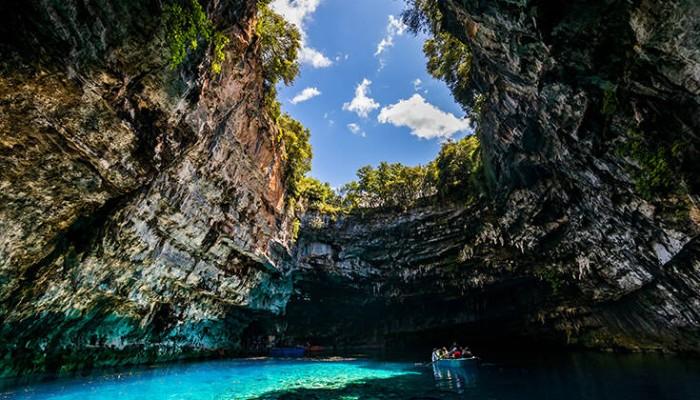 Το σπήλαιο που σε ταξιδεύει σε κόσμους παραμυθένιους