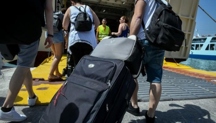 Νέες οδηγίες του ΕΟΔΥ για τους ταξιδιώτες