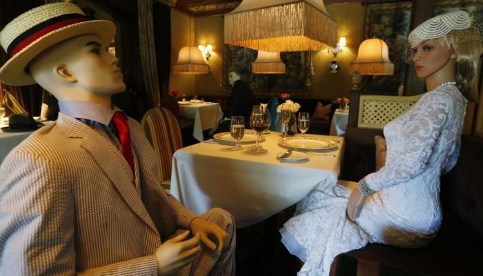 Ουάσιγκτον: Κούκλες βιτρίνας σε εστιατόριο για κοινωνική αποστασιοποίηση