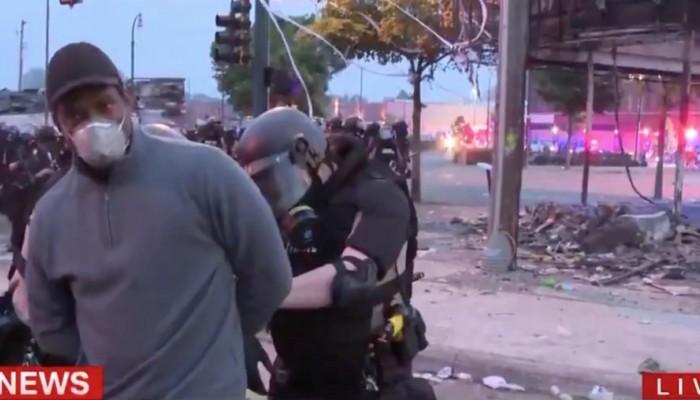 Απίθανα πράγματα στην Μινεάπολη! Συνέλαβαν δημοσιογράφο του CNN την ώρα που ήταν στον αέρα