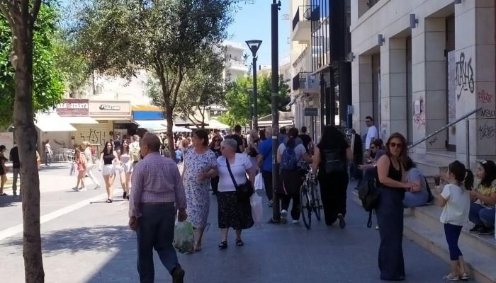 Διστακτικός ο κόσμος την πρώτη μέρα που άνοιξαν τα καφέ στο Ηράκλειο (φώτο)