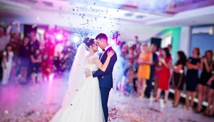 Κορονοϊός: Τι στοιχεία παρουσίασαν γάμοι, διαζύγια, κηδείες, βαφτίσεις και γεννήσεις