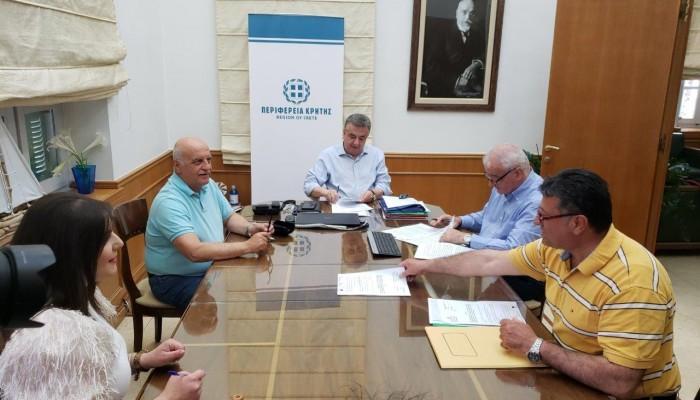 Υπογραφή σύμβασης στην Περιφέρεια για τη στήριξη ευπαθών οικογενειών