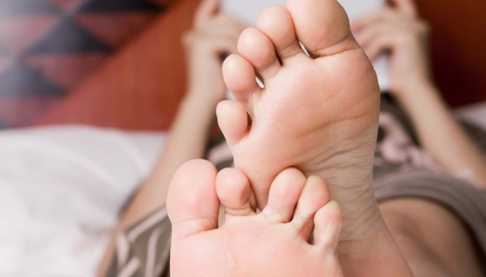 Φτιάξε το τέλειο χημικό peeling ποδιών για απαλά πόδια με ελάχιστο τρίψιμο