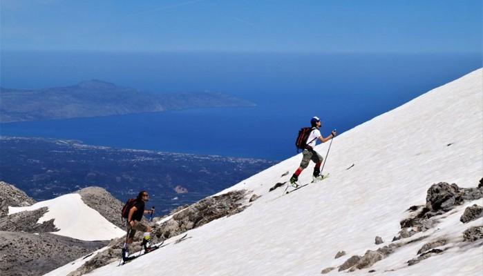 Χανιά: Έκαναν σκι με βερμούδες στα Λευκά Όρη και αποχαιρέτησαν το χειμώνα (βιντεο)