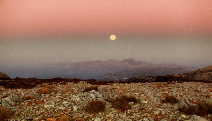 Ορειβατικός Αγίου Νικολάου: Απογευματινή πεζοπορία με την πανσέληνο