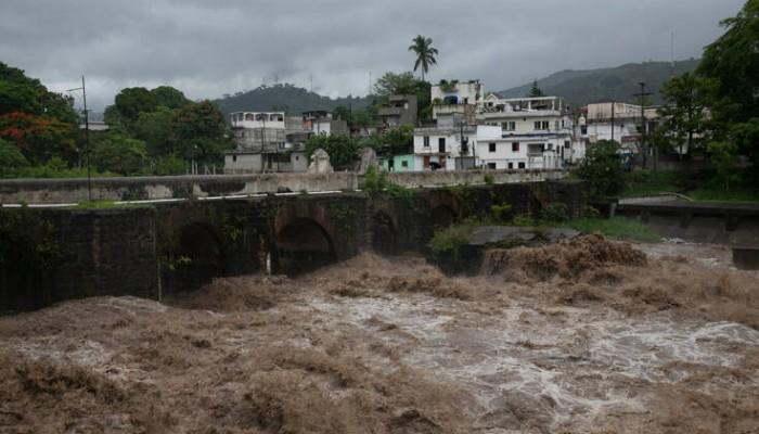 Σφυροκοπεί Ελ Σαλβαδόρ και Γουατεμάλα η τροπική καταιγίδα Αμάντα – Δέκα νεκροί