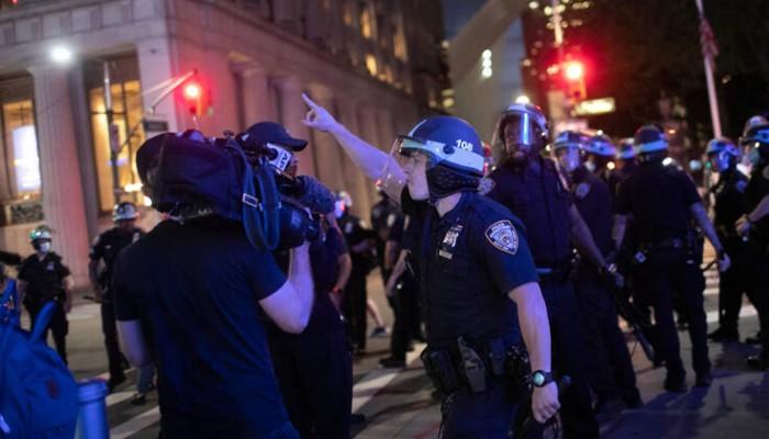 Χάος στις ΗΠΑ: Ένας νεκρός και τραυματίες από αστυνομικά πυρά στη Νέα Υόρκη