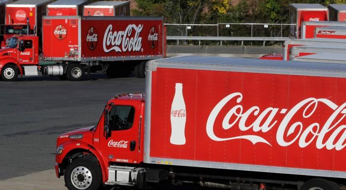 Η Coca-Cola διακόπτει τη διαφήμισή της στα social media