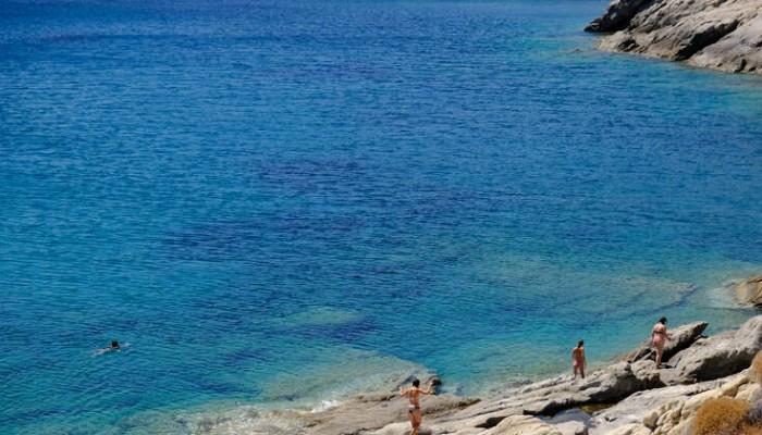 Η απομονωμένη παραλία της Σερίφου, παράδεισος για ερημικά μακροβούτια