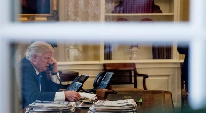 Ακουσαν τον Τραμπ στο τηλέφωνο:«Είσαι ηλίθια» είπε στην Ανγκελα Μέρκελ -Πώς αντέδρασε αυτή