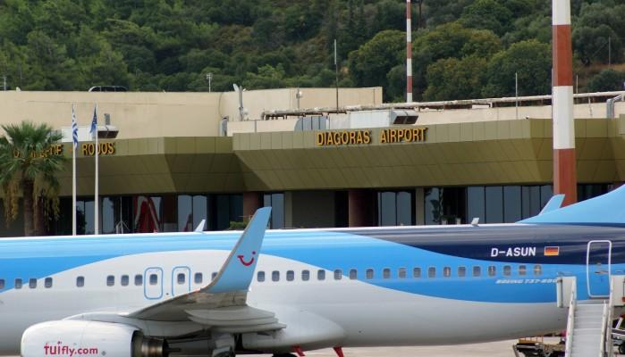 Περιμέναν Σουηδούς δημοσιογράφους και προσγειώθηκαν τουρίστες παρά την απαγόρευση πτήσεων