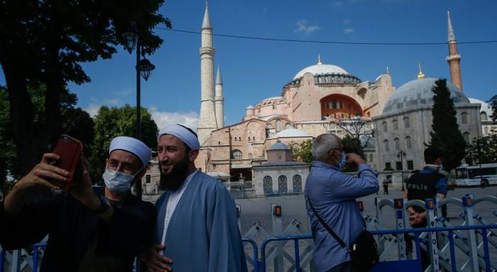 Δένδιας για Αγία Σοφία: Ο Ερντογάν υπερβαίνει τα εσκαμμένα