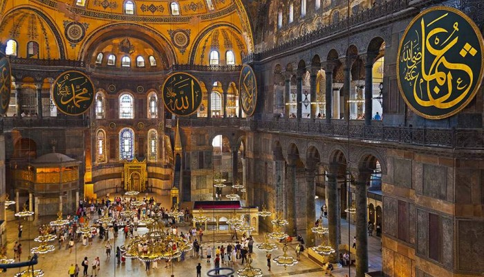 Αγιά Σοφιά: Κόκκινο χαλί 14.000 τ.μ. ετοιμάζουν οι Τούρκοι για να μετατραπεί σε τζαμί