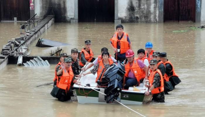 Τραγικό δυστύχημα με μαθητές στην Κίνα: Λεωφορείο έπεσε σε λίμνη - 21 νεκροί
