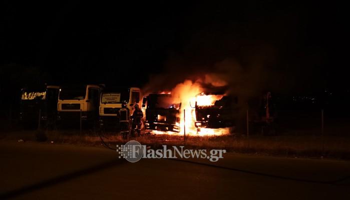 Στις φλόγες τυλίχτηκαν δυο φορτηγά στα Χανιά (φωτο)