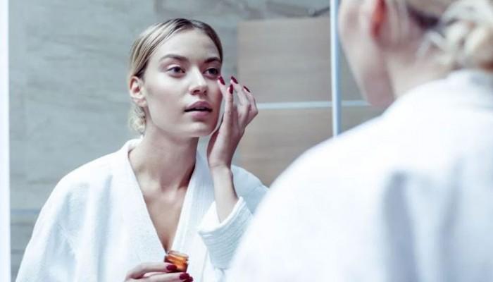 Σε ποια ηλικία πρέπει να εντάξετε το υαλουρονικό οξύ στην beauty routine σας;