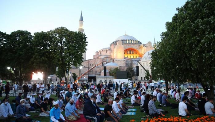 Γεγονός η πρώτη προσευχή μουσουλμάνων στην Αγιά Σοφιά (βίντεο)