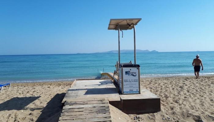 Δημοτική Ακτή Καρτερού: Σε λειτουργία η ράμπα πρόσβασης των ΑμεΑ στη θάλασσα
