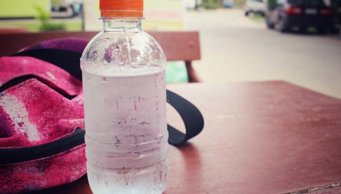 Το πανέξυπνο τρικ για να έχεις κρύο νερό για ώρες