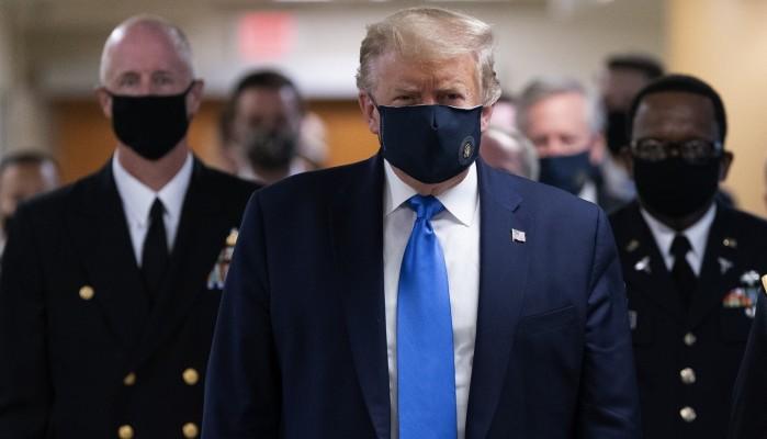 Τραμπ: Φόρεσε μάσκα και μίλησε για το ενδεχόμενο να υπάρξει εμβόλιο κατά του κορονοϊού