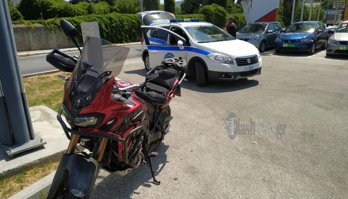 Τροχαίο ατύχημα στη Λεωφόρο Σούδας - Στο νοσοκομείο οδηγός μηχανής (φωτο)