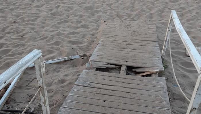 Εικόνες εγκατάλειψης στην παραλία της Χρυσής Ακτής (φωτο)
