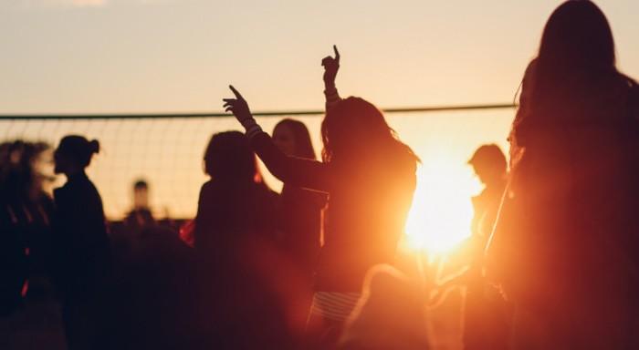 Πώς ένα πάρτι 2.000 ατόμων σε beach bar της Χαλκιδικής έγινε «εστία» κορωνοϊού